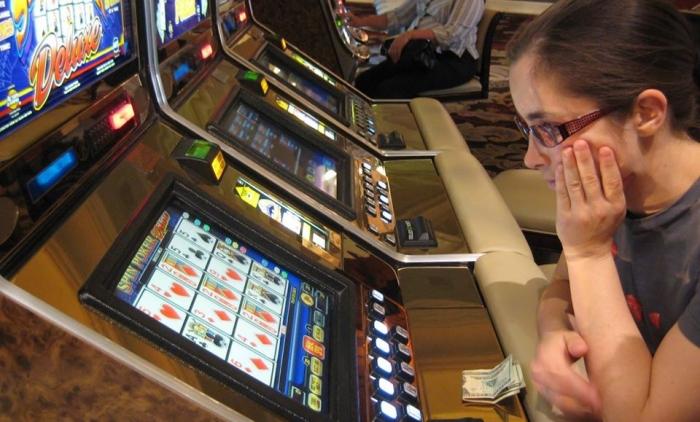 PODCAST: Odovzdali ďalšiu petíciu proti hazardu v Bratislave
