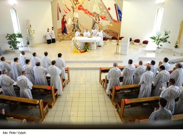 Centrum Lukov Dvor už ponúka svoje aktivity aj pre kňazov