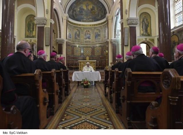 Írski arcibiskupi sa ohradili proti zákazu bohoslužieb