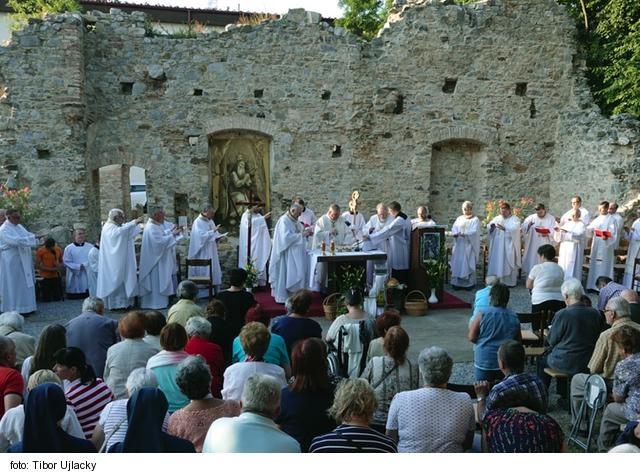 Nitrania pod vedením svojho biskupa putovali na Zobor