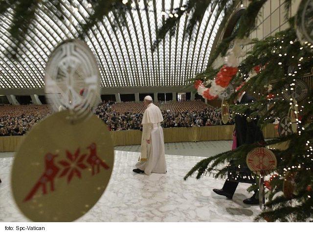 Vinš pápeža: Nechajme sa obnoviť úsmevom Ježiška