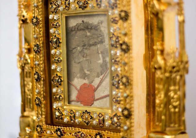 V nedeľu opäť požehnajú Slovensko relikviou Kristovej krvi z lietadla