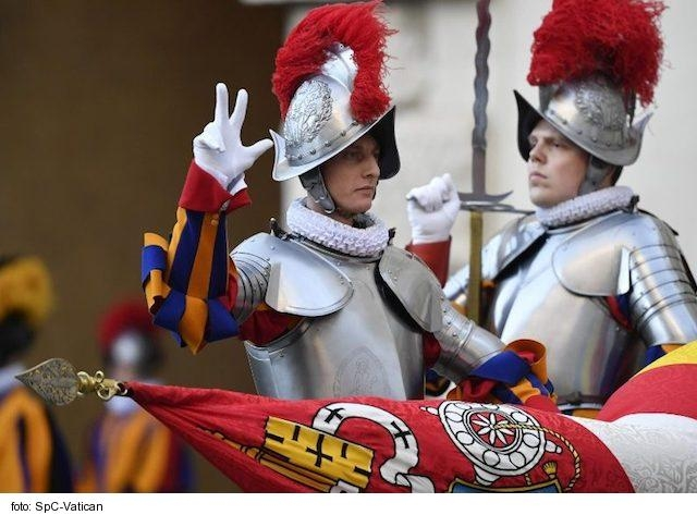 Jedenásti členovia Švajčiarskej gardy v Ríme majú COVID-19