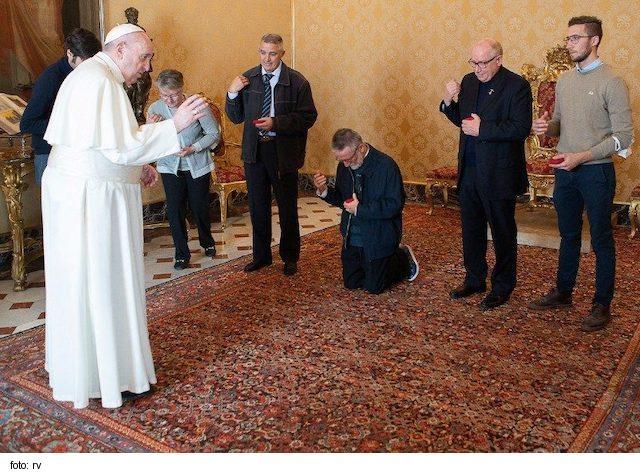 Pápež prijal misionára väzneného dva roky v Nigeri a Mali