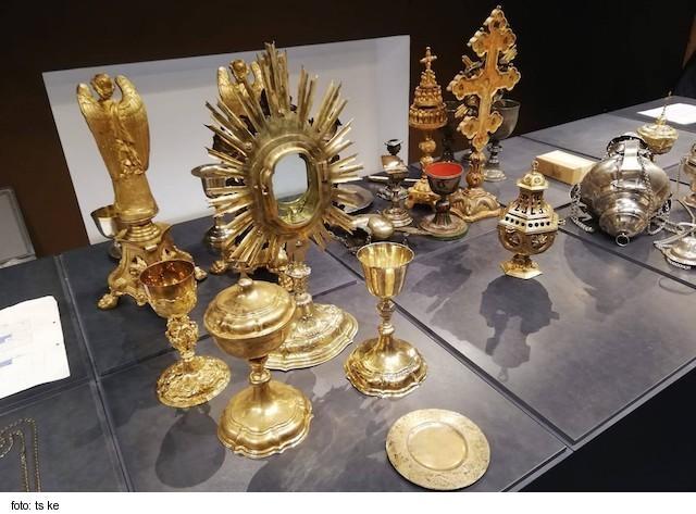 Cyril Vasiľ SJ požehnal priestory Klenotnice Zemplínskeho múzea