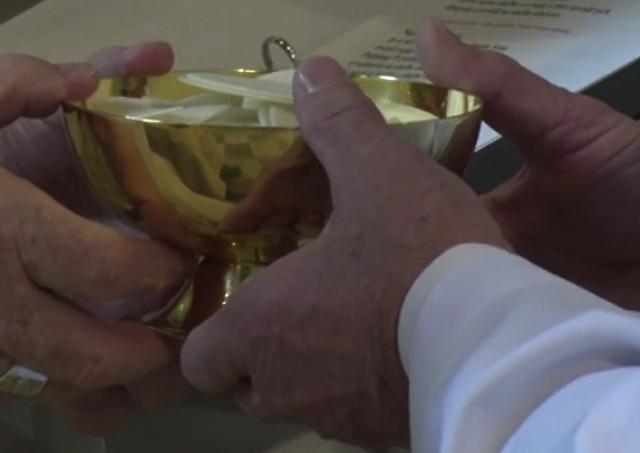 Bohoslovci z Kňazského seminára svätého Karola Boromejského prijali ministériá akolytátu a lektorátu