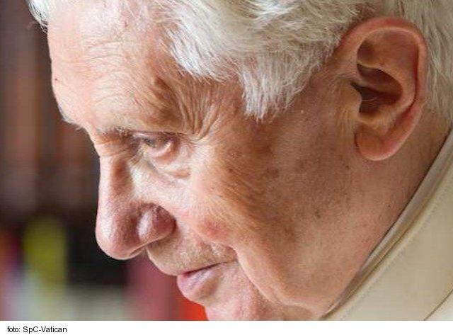 Benedikt XVI. je dlhšie na dôchodku, ako bol pápežom