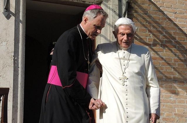Vatikánsky týždenník: Benedikt XVI. oslávil 94. narodeniny
