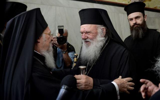 Grécka pravoslávna cirkev je pod tlakom