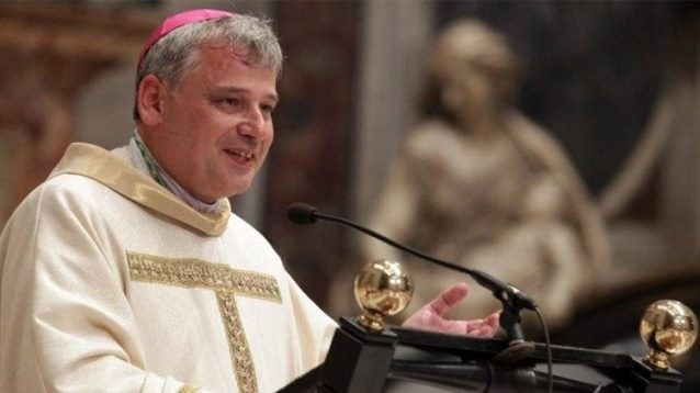 Pápežský almužník na titulných stranách médií