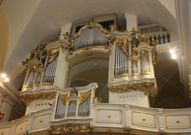 Kostol milosrdných bratov v centre Bratislavy ponúkol veriacim prvý raz po dlhej dobe večerný benefičný koncert