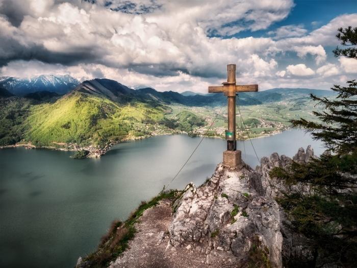 Nedeľné zamyslenie arcibiskupa Cyrila Vasiľa: Paradox kríža