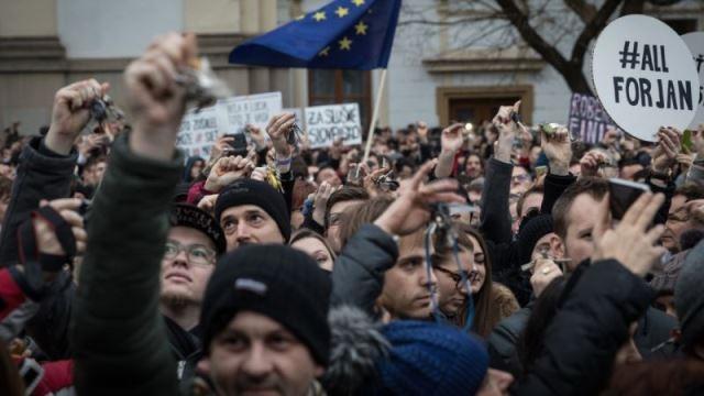 Zaostrené: Čo chcú dokázať opoziční politici a čo na to vláda?