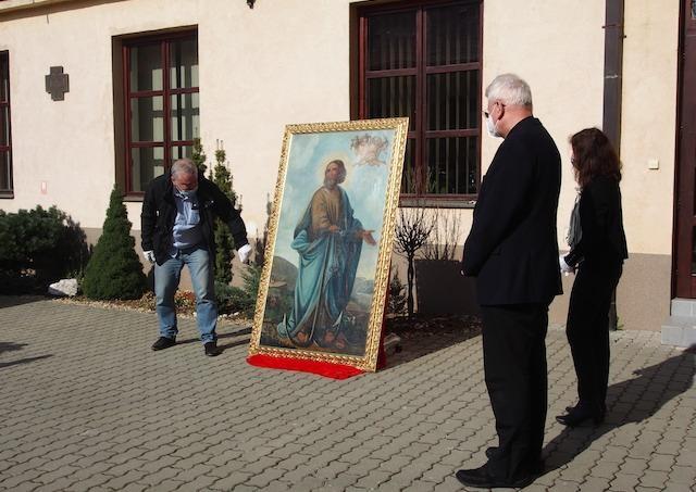 Obraz svätého Klementa, ktorý bol v roku 1993 odcudzený z kostola v Rožňave, sa vrátil do mesta