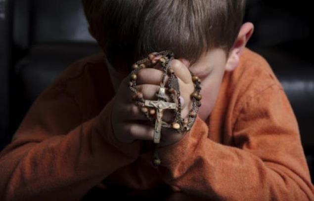 Vitaj doma, rodina: modlitba ruženca a nové technológie v školách