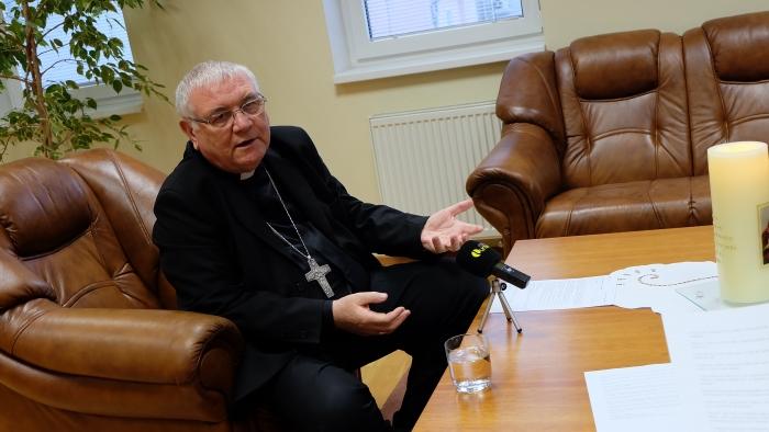 Biskup Tomáš Galis: Krstím v mnohodetných rodinách