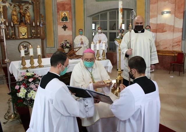 Trnavskí bohoslovci prijali v Trnave ministériá akolytátu a lektorátu