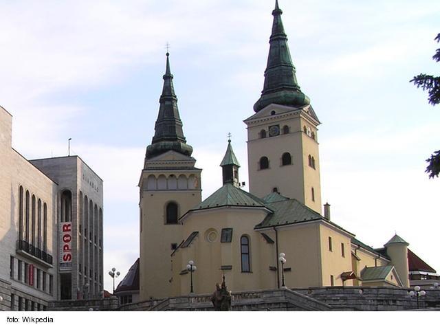 Gymnázium Kráľovnej pokoja v Žiline poskytuje výchovu žiakom v duchu kresťanskej viery a spiritualitu