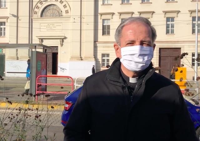 Arcibiskup Zvolenský prosí veriacich o modlitbu za obete COVID-19