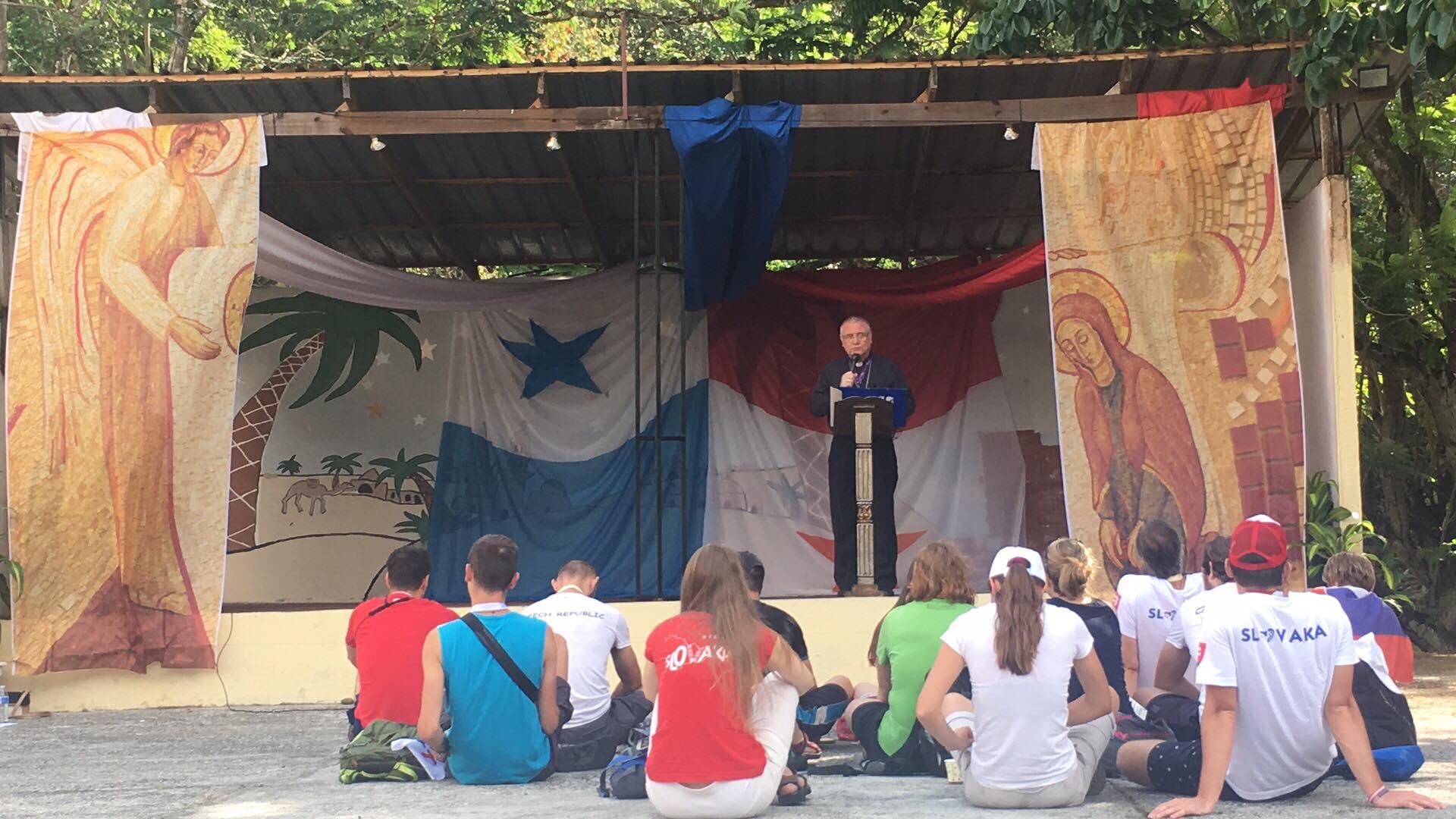 Biskup Galis povzbudil mladých svojim svedectvom