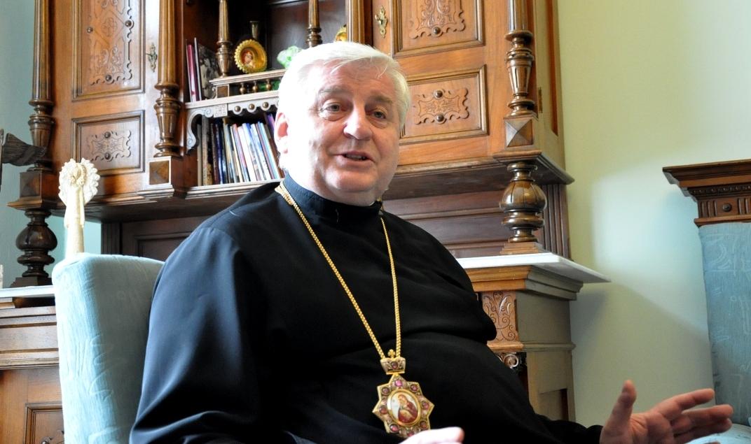 otec arcibiskup Ján Babjak sa s nami rozprával v priestoroch arcibiskupského úradu v Prešove