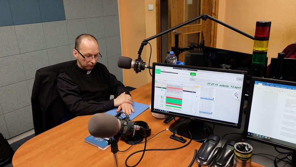 Biskup Jozef Haľko odpovedal v štúdiu Rádia LUMEN na vaše otázky