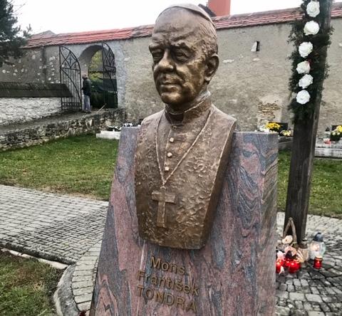 Miesto posledného odpočinku biskupa Františka Tondru