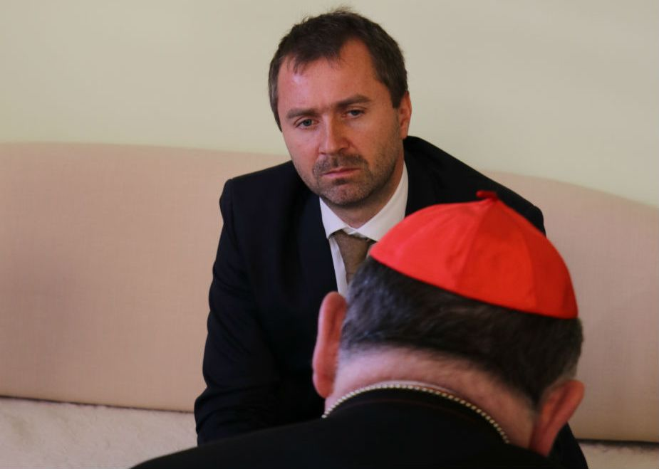 Jaroslav Daniška realizuje rozhovor s kardinálom Dominikom Dukom