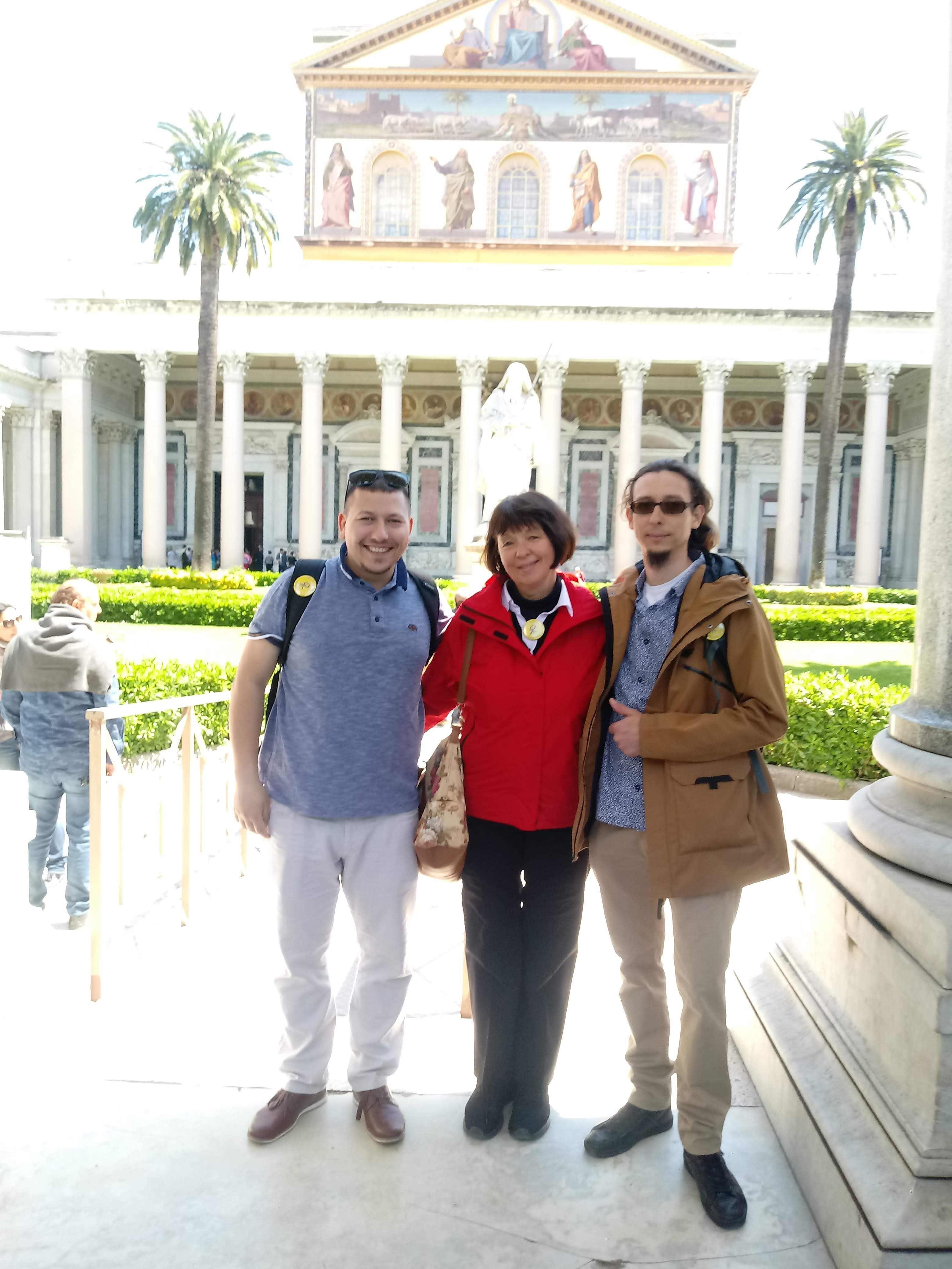 S patrónkou Hankou a jej synom Lukášom pred Bazilikou svätého Pavla za hradbami