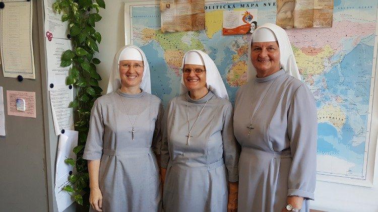Sestra Katarína Krištofová (celkom vpravo)