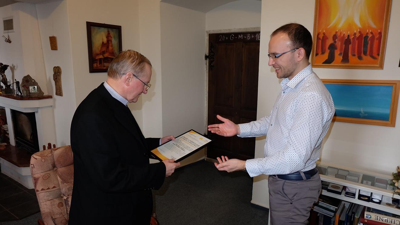 Ďakovný list za blízkosť Rádiu LUMEN od generálneho riaditeľa rádia Juraja Spuchľáka skončil v správnych rukách