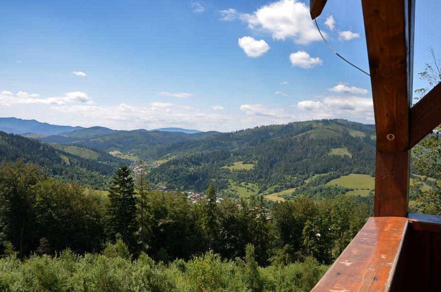 Pohľad na okolitú prírodu z vyhliadky Bobovec
